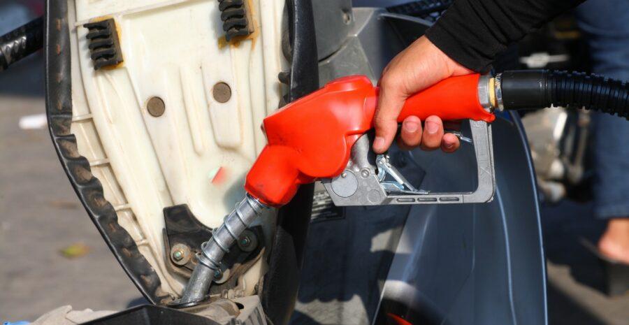 filling-motorbike-petrol
