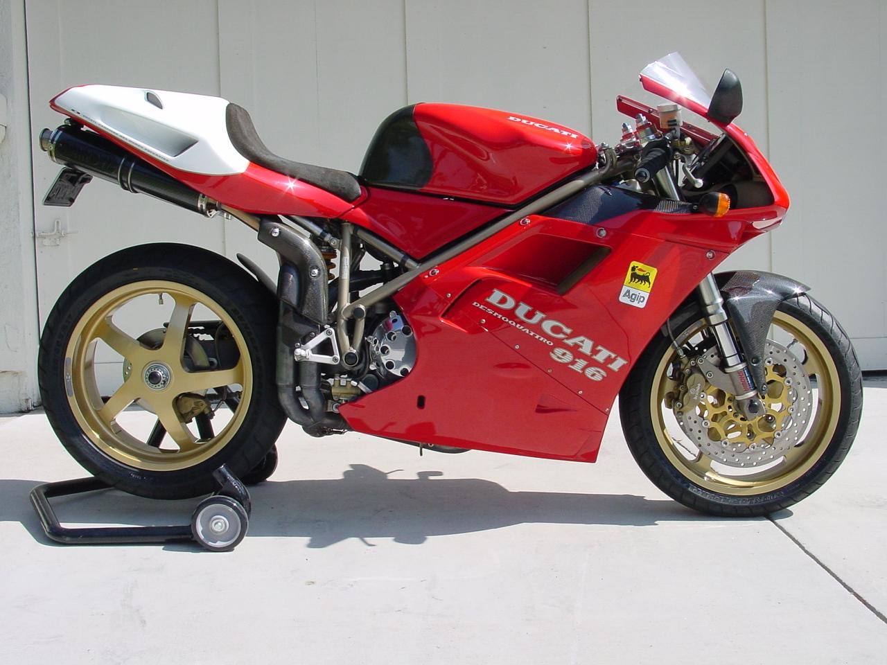 Ducati 916 credit Ducati