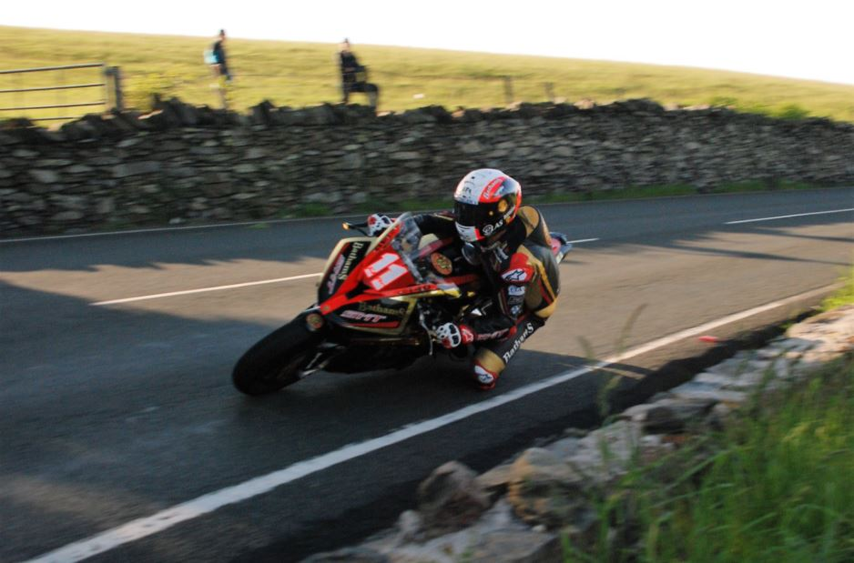 Michael Rutter wins the Lightweight TT 2017 image credit @NeilHarmer Twitter