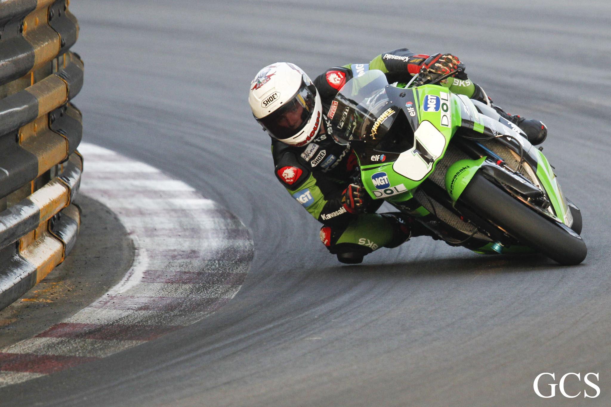 Stuart Easton at Macau GP 2010 credit GCS/Phil Wain