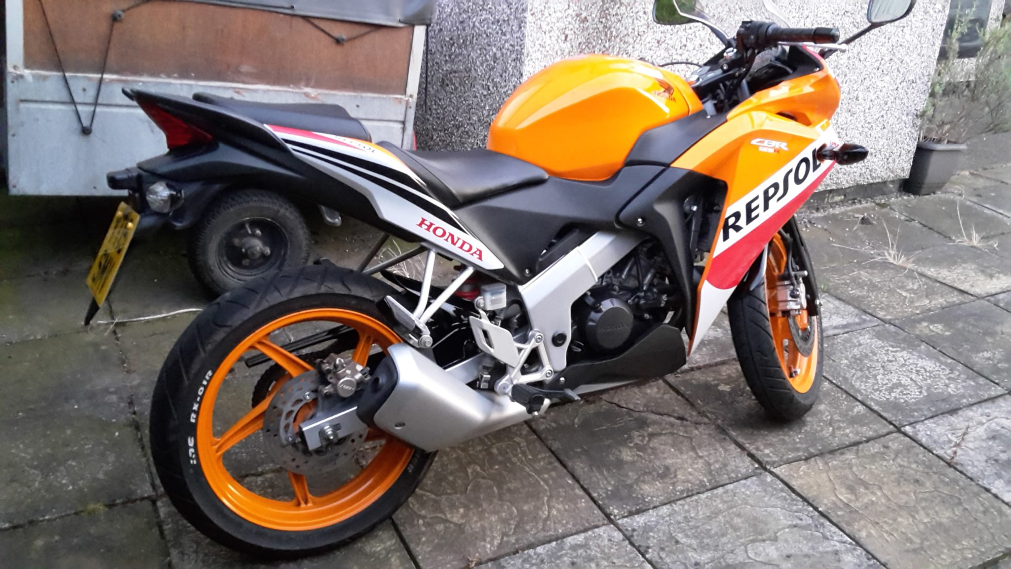 Handy Andy – Honda CBR125R 1