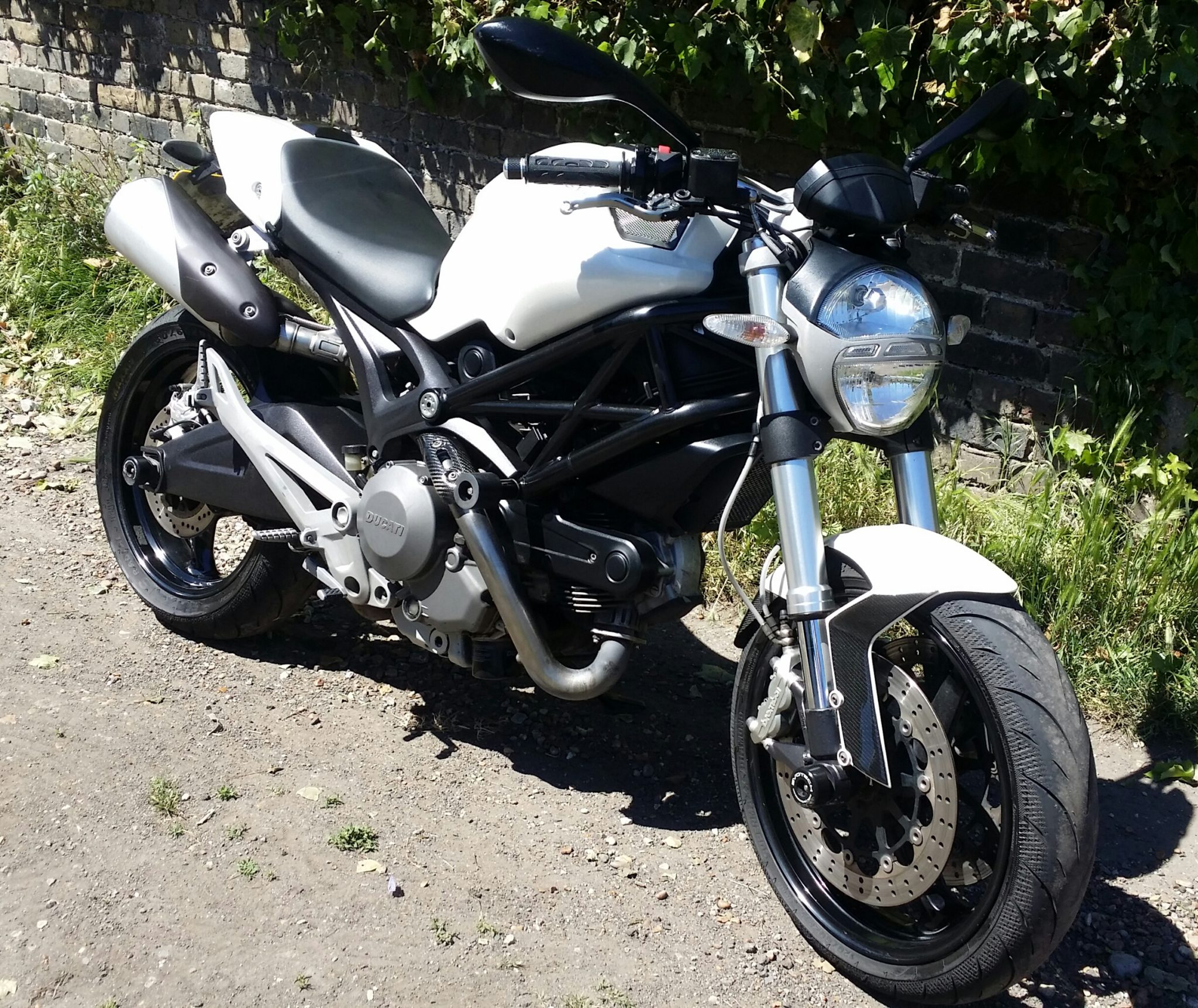 Karen – Ducati Monster 696 2