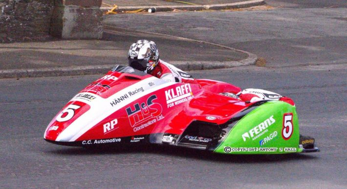Tim Reeves and Mark Wilkes on Glencrutchery Road in the Isle of Man TT Sidecar Race 2 2017 image credit @TTBONEGP Twitter