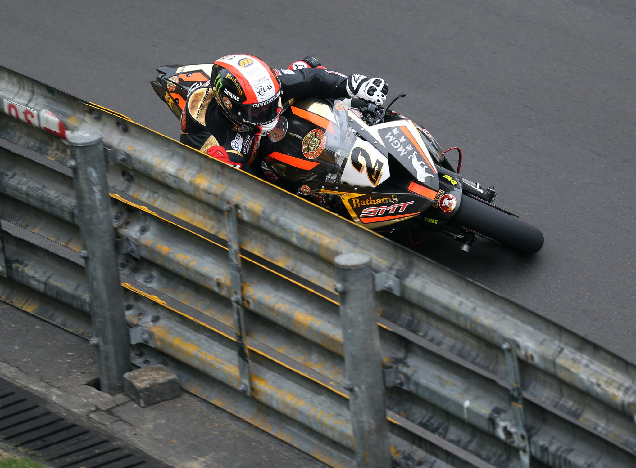 PACEMAKER, BELFAST, 16/11/2017: Michael Rutter (SMT/Bathams BMW) in action at Fisherman's Bend during the first practice session at the 2017 Macau Grand Prix.