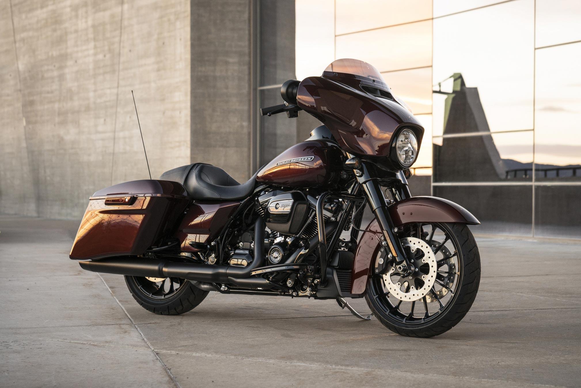2018-Harley-Davidson-Street-Glide-Special1