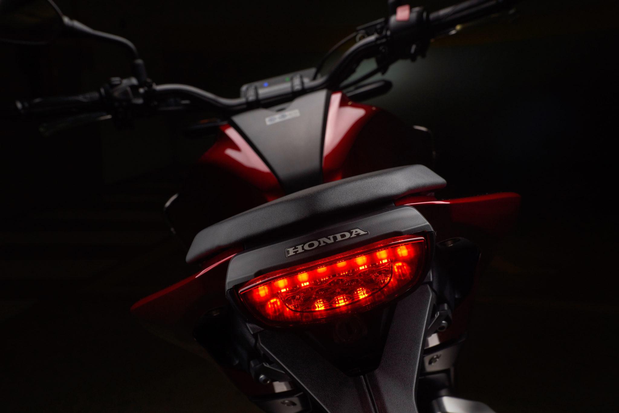 51142_Honda CB125R YM18 352