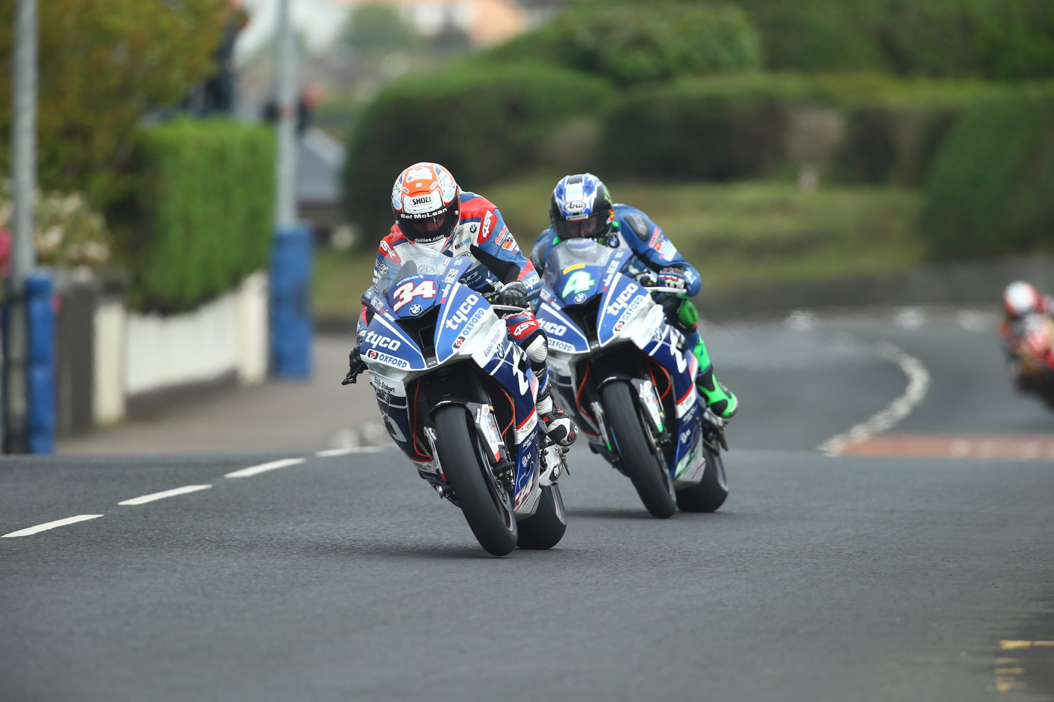 Seeley dominating the NW200 credit Double Red
