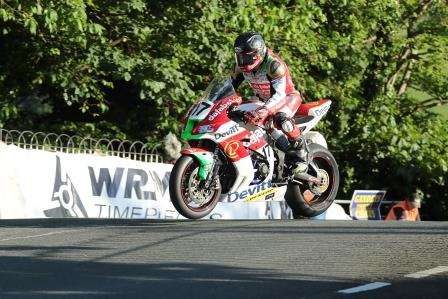 Steve Mercer in action at the Isle of Man TT in 2017 image credit Dafabet Devitt Racing