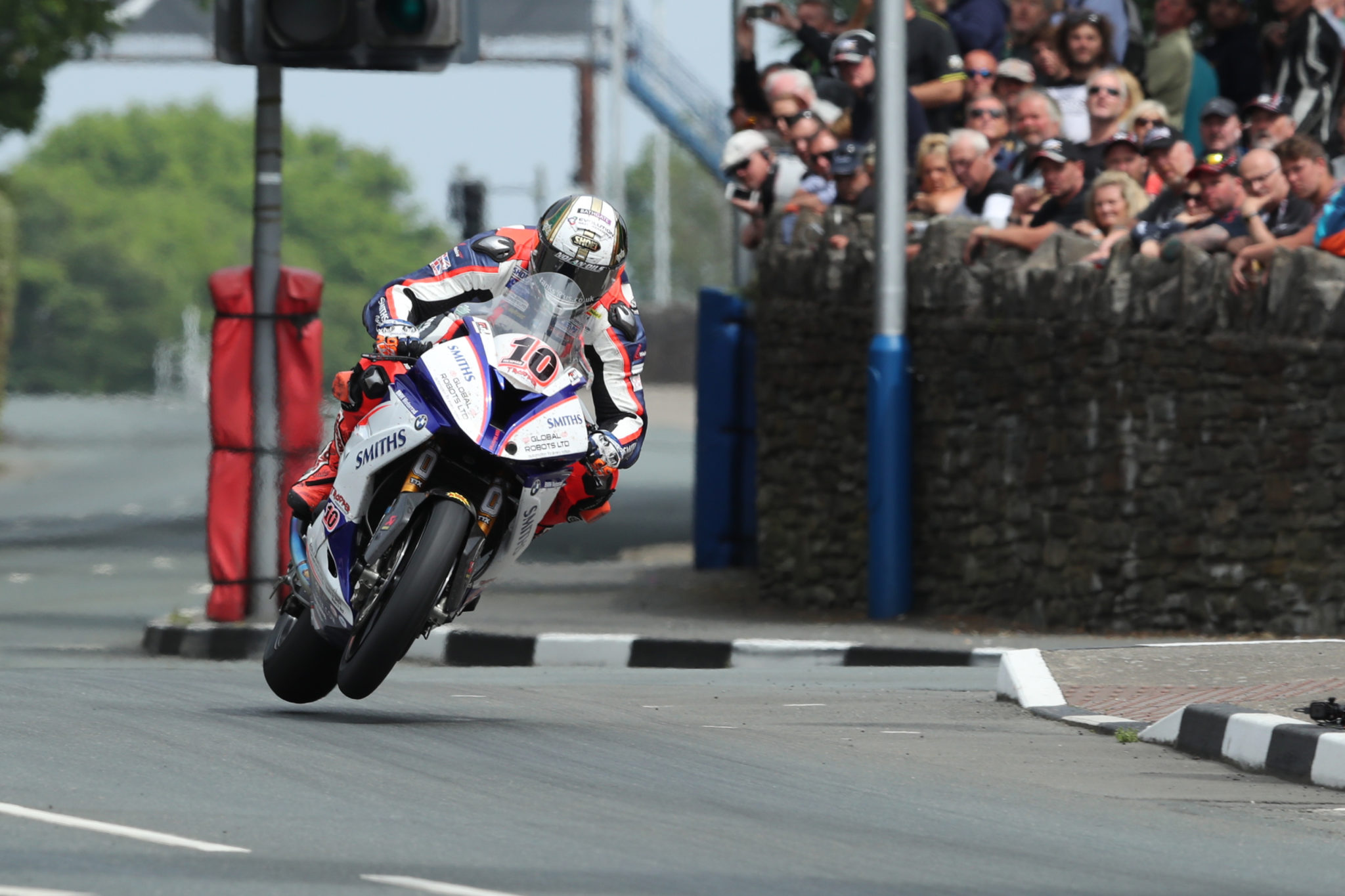 Peter Hickman on his way to Senior TT glory credit Pacemaker Press International