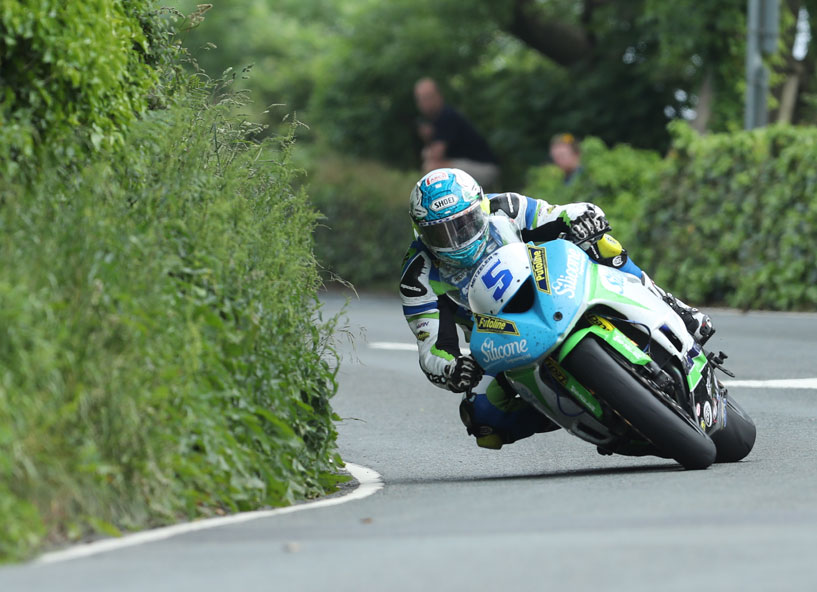 Dean Harrison racing in what turned out to be one of the best TT races ever credit iomtt.com