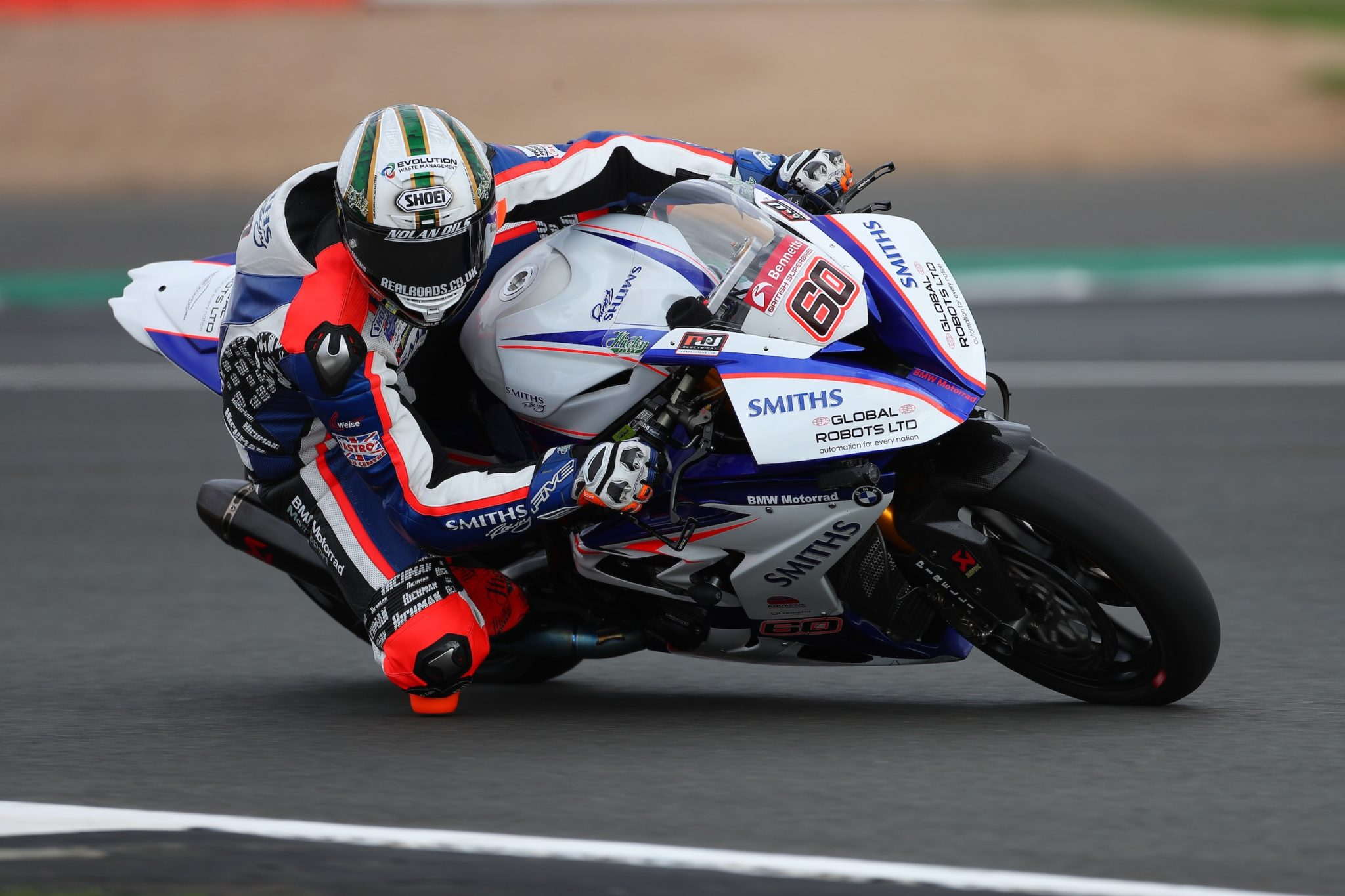 Peter Hickman racing at the BSB credit Double Red