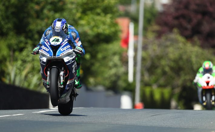 Ian Hutchinson 2017 TT credit Double Red Images