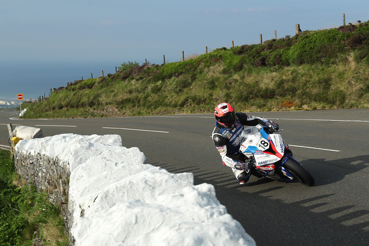 Phil Crowe getting his knee down at the 2018 isle of man TT