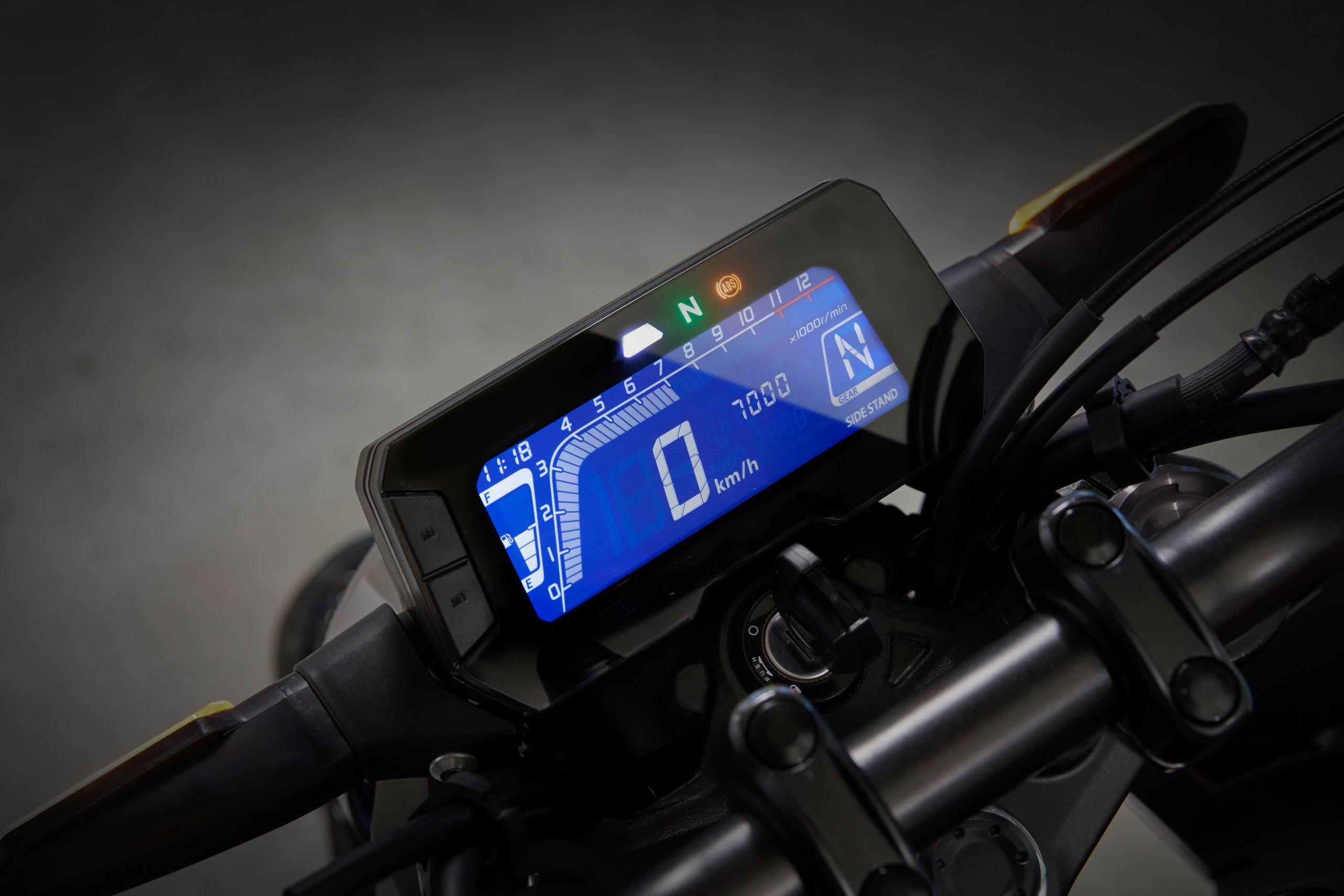 51141_Honda CB125R YM18 351