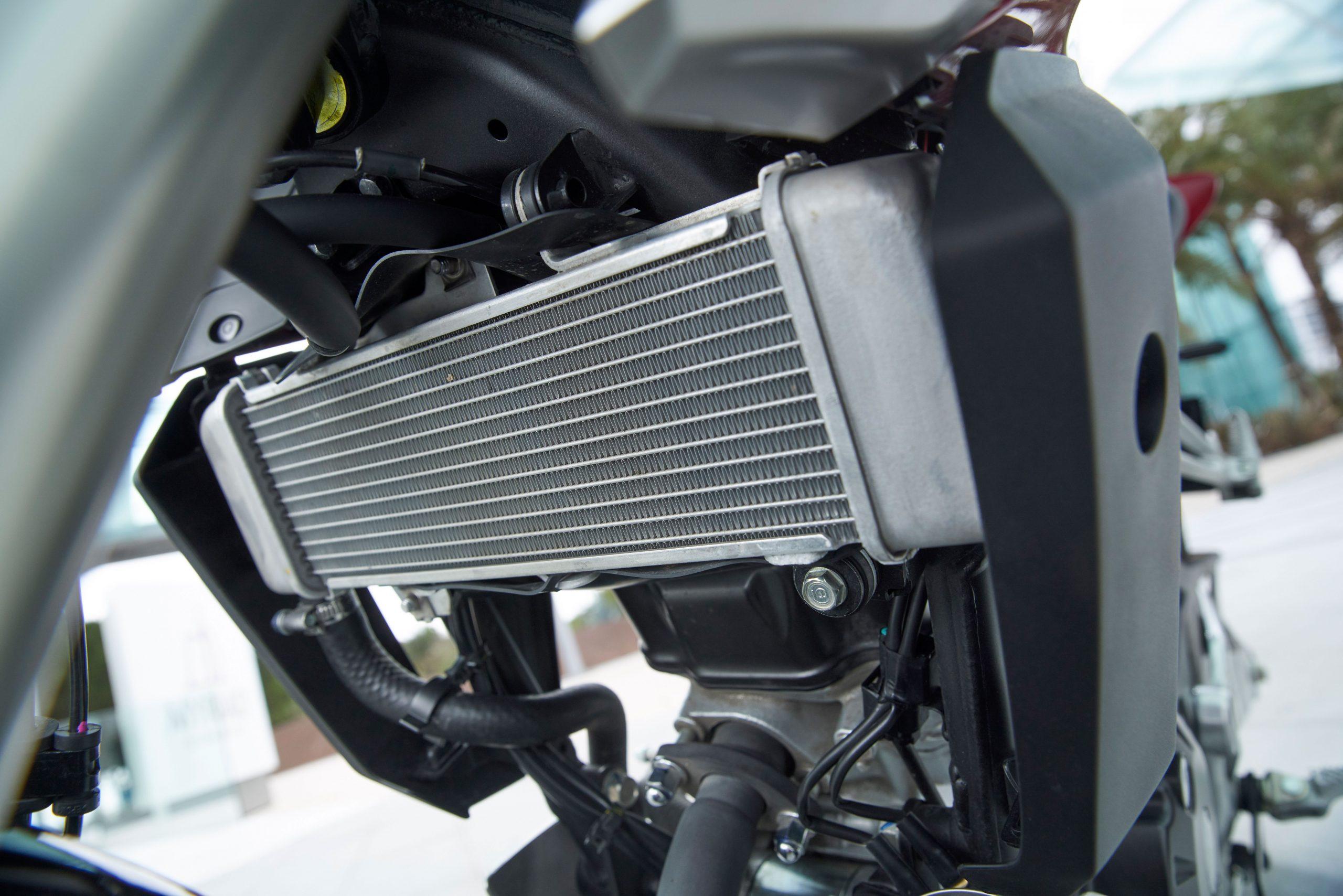 51190_Honda CB125R YM18 400