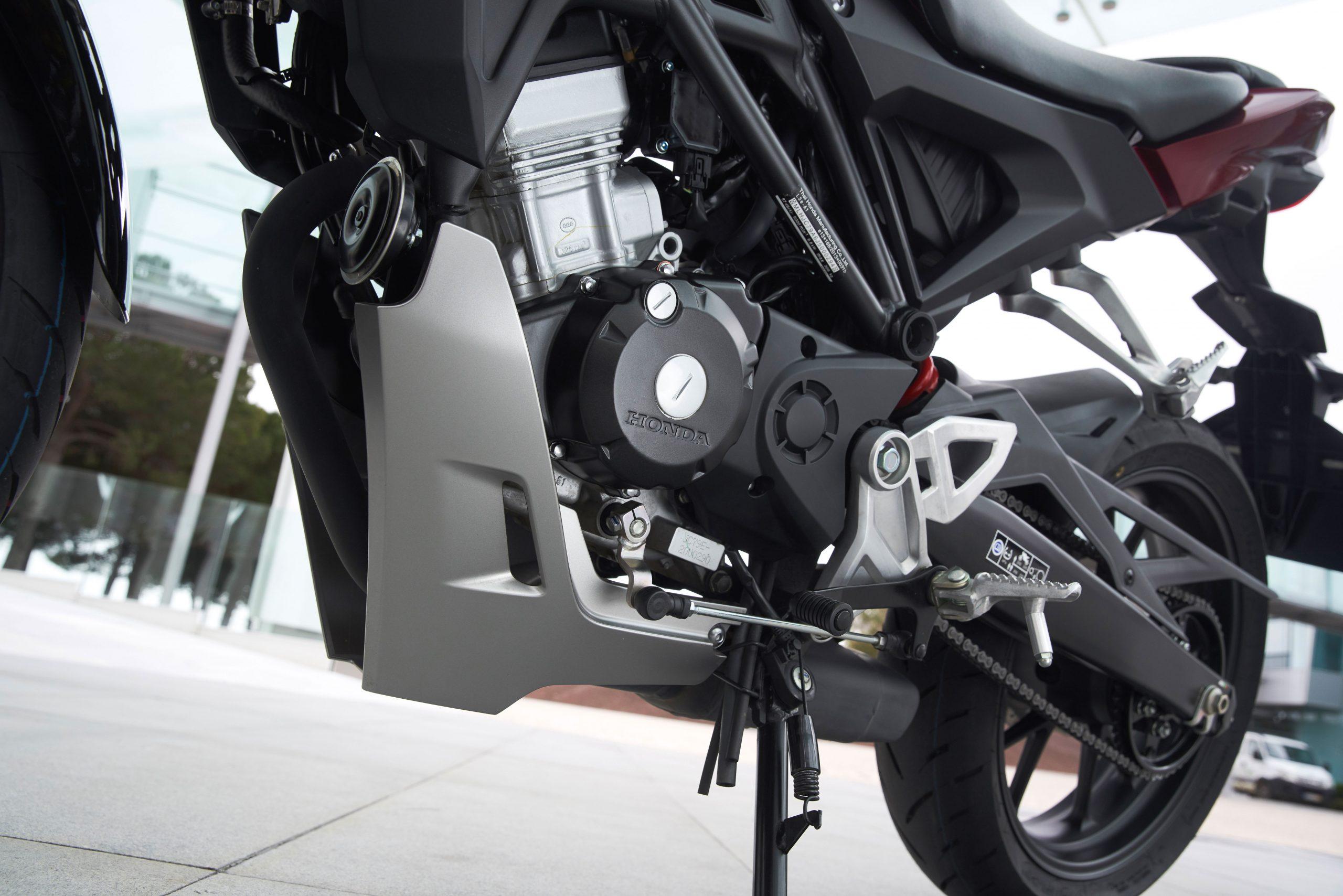 51193_Honda CB125R YM18 403