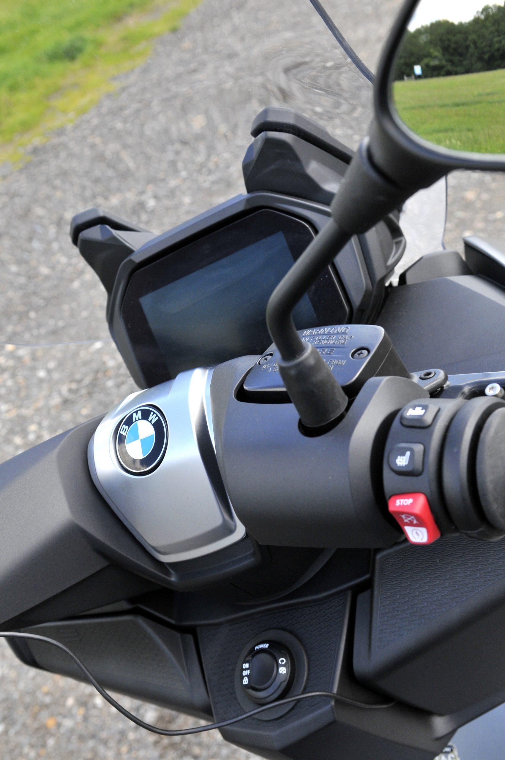 Controls on BMW C400 GT