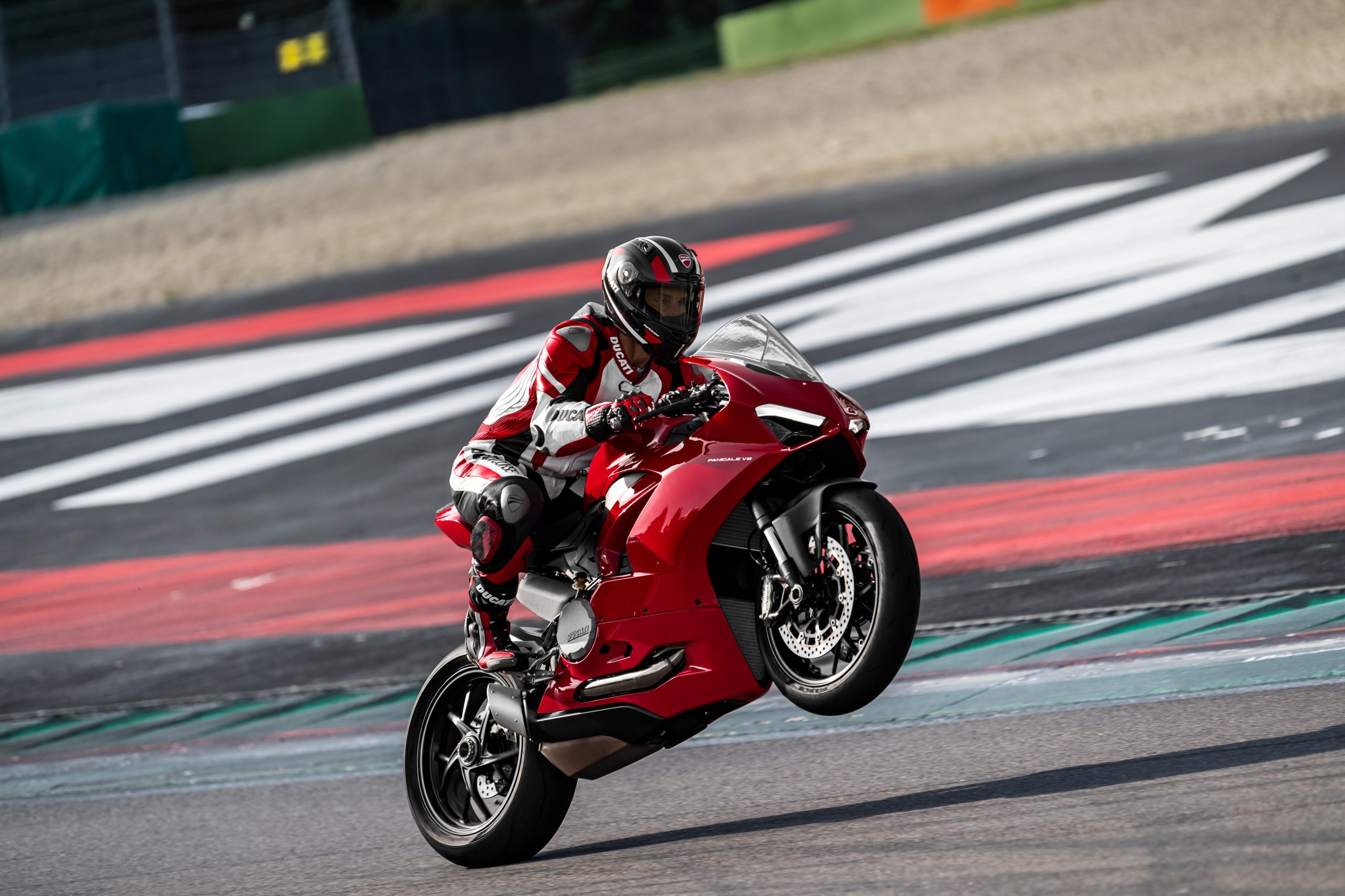 DUCATI_PANIGALE V2_AMBIENCE_22_UC101512_High