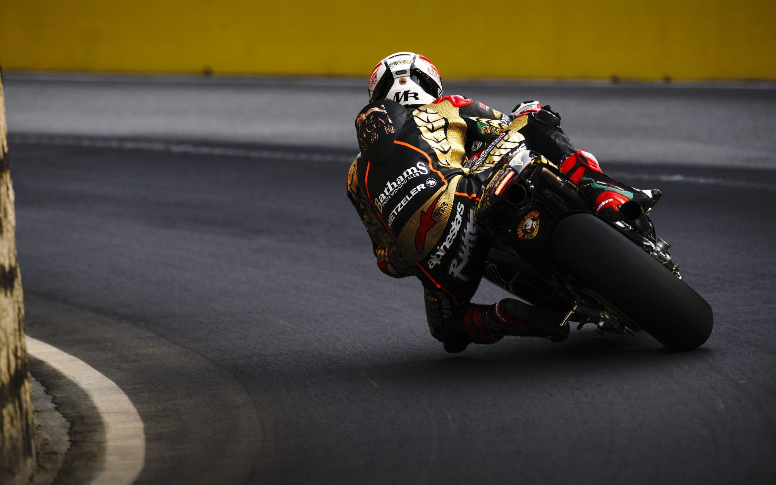 Michael Rutter taking on a bend at Macau GP