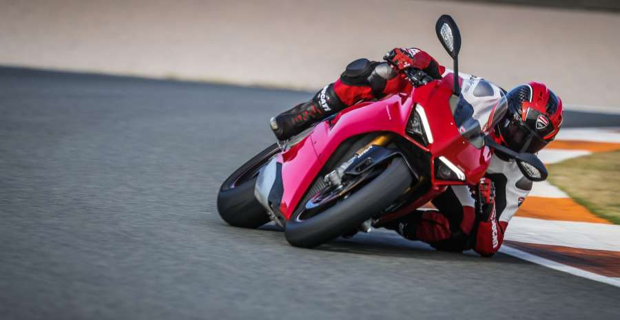 PANIGALE V4 ACTION 03