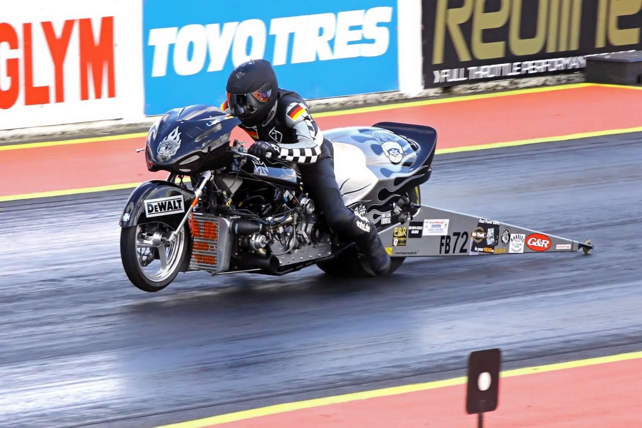 Santa Pod 2010 Suzuki 1325cc credit Airwolfhound Flickr
