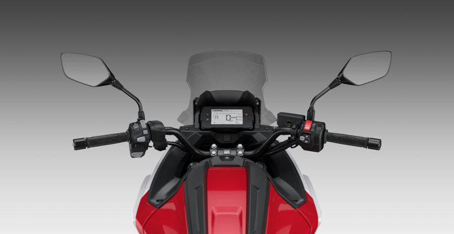 21YM_NC750X_Handlebar_Rider_View