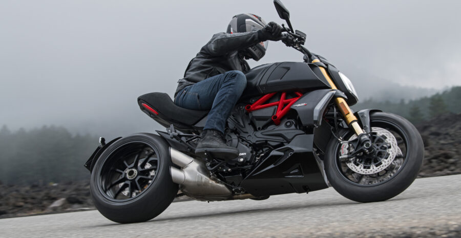 07_DUCATI_DIAVEL S_ACTION_UC68912_High